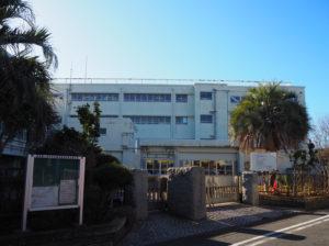 高田東2丁目、高田の小高い住宅地の中にある横浜市立高田東小学校