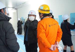 企画の発案者・小島会長も来訪し、中学生たちを激励していた