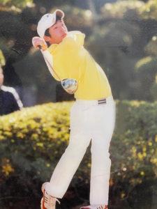 玉川学園高等部(東京都町田市)時代の加藤さん。3年生時代は主将も務めた。この頃、ゴルフ道具の魅力にも引き込まれていったという(加藤裕明さん提供)
