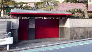 赤門坂の赤門(2020年12月、林宏美さん撮影)