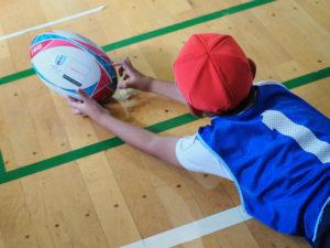 子どもたちにラグビーの夢を伝える活動の再開も待たれる(2019年11月、大曽根小学校)