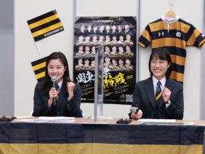 マネージャーの石橋花紅(はなこ)さんとともに出演した「ふるさと港北ふれあいまつり2020on-line」コアデイでは、ガッツポーズと笑顔も(2020年11月、横浜アリーナ)