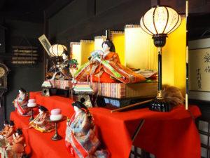 古民家「池谷家住宅」に今年(2021年)も飾られた京雛(きょうびな)にぼんぼりの着想を得ているという