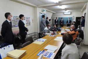 横浜グリッツは、荒木秀取締役、地域連携本部長の濱島尚人選手、地元・武相高校(仲手原2)出身の小野航平選手が来訪し、選手が他の職業にも就く「デュアルキャリア」で成り立つチームの紹介や支援の呼び掛けも行った