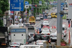 1回目の陥没があった際、たまたま付近を通りかかり、横浜アリーナ前歩道橋から撮影した写真(2020年6月12日、林宏美さん撮影)