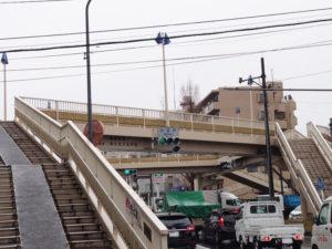大豆戸の交差点は交通量が多い(2021年3月、林宏美さん撮影)