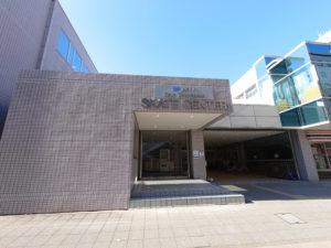 KOSE新横浜スケートセンターの入口(2021年2月、林宏美さん撮影)