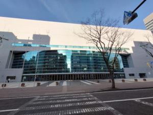 新横浜アリーナ正面(2021年2月、林宏美さん撮影)