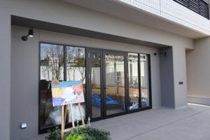 4月15日にオープン予定のレジデンスⅡ1階にあるグリーンショップとDIY工房「吉日ワンダーベース(WONDER BASE)」は綱島街道側にある(3月31日)