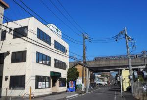 地下鉄ブルーライン新羽駅から徒歩4分の場所にあるパソコン救急センター。宮内新横浜線の4車線化もあり高田・日吉・新吉田方面からもよりアクセスしやすくなった