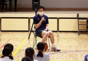 竹田さんは児童たちに「夢」を目指すことの大切さを語っていた
