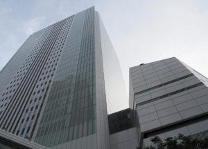 市内全体でも前週よりわずかに8人下回っただけの607人の増加となった(中区にある横浜市役所)