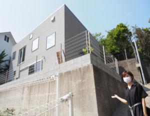 日吉育ち・在住のフードコーディネーター・そぶえあやかさんが、きょう(2021年)6月22日オープンするオーダーメイドのケーキ専門店「ニコ デザインハウス」。建築設計は夫の祖父江一宏さんが手掛けた