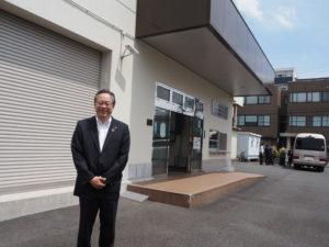 城南信用金庫(東京都品川区)の川本恭治理事長が来訪。「これまで当金庫の敷地内では開催したことがありましたが、企業様での開催は初めてとなります」と、会場となった株式会社エイト工業への感謝の意を表していました