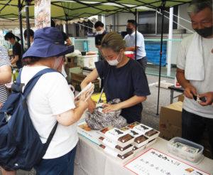 肉のとみい綱島店(綱島西2)は「和牛カルビ弁当」をメインに販売