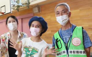 ヒカリ役の松林さん、あおい役の森實さんとともに、今回の企画運営に尽力した近藤さん(写真左より)。こども食堂「下田ほっと食堂」の運営を行う下田田子育て応援会の代表も務めている