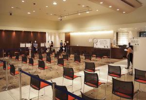 日吉駅側のイベントホール側が接種会場と接種前後の待機スペースとなる