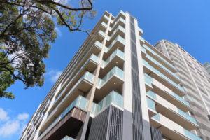 今月(2021年)10月1日、サービス付き高齢者向け住宅(サ高住)の「オウカス日吉」は9階建て