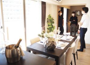 モデルルームの1例。家具などは利用者側の各自持ち込みとなる。最も広い2LDK(49平方メートル)は6戸のみ。いずれの部屋も綱島街道側の人気が高いという
